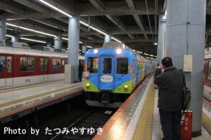 つとい大阪上本町地上ホーム入線